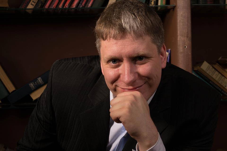 Антон Величко. Психотерапевт.