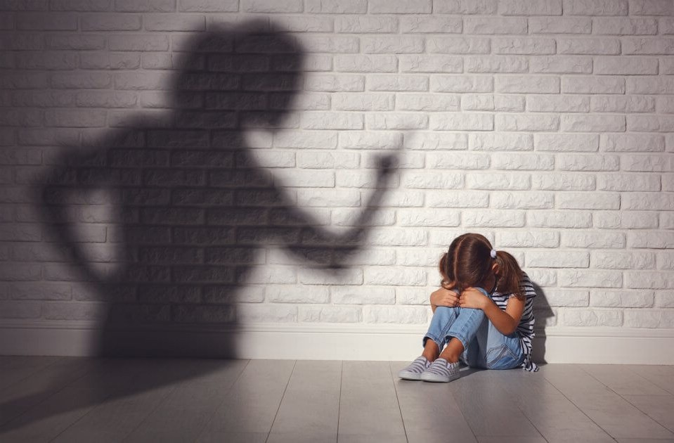 Повышенная раздражительность по отношению к ребенку.